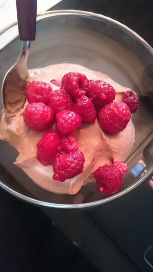 Chocolate Chocolate♡ Chocolatemousse Raspberry Raspberries Raspberry♥ Food Snack Time! Eating Healthy Delicious Lowcarb Lowcarbhighfat