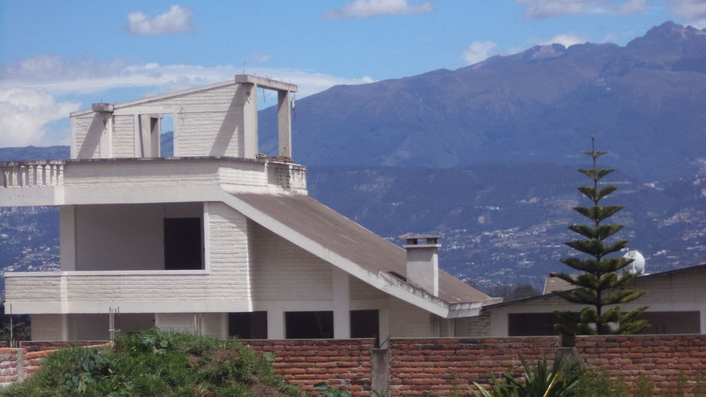 El caseto... Andes Cloud - Sky Exterior Far Far Away Landscape Mountain No People Outdoors Residential Building Residential Structure Scenics Sky Tranquility