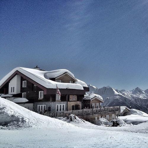 Wunderbarer Skitag umgeben vom Beeindruckenden Wallis valais belalp schweiz suisse switzerland winter schnee sonne