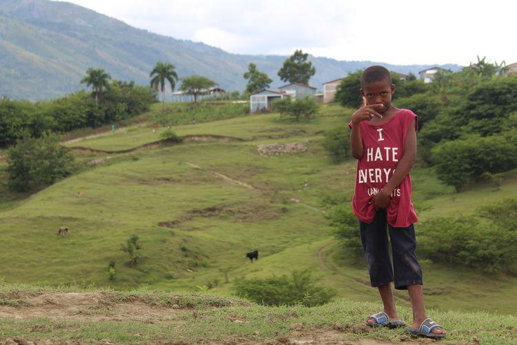 Moren, Haiti un pequeño pueblo en las montañas unbpequeño habitante del lugar consu camiseta que dice todo lo contrario a lo que es él enn realidad. Mountain Agricultural Field The Photojournalist - 2018 EyeEm Awards