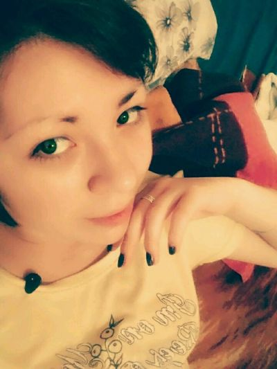 Taking Photos Check This Out Relaxing That's Me Photoshoot Look Me In The Eyes Home Sweet Home Selfie ✌ Hello World ✌ Tbt 😍 Beautiful Girl Eyedoll Model Pose Green Eyes