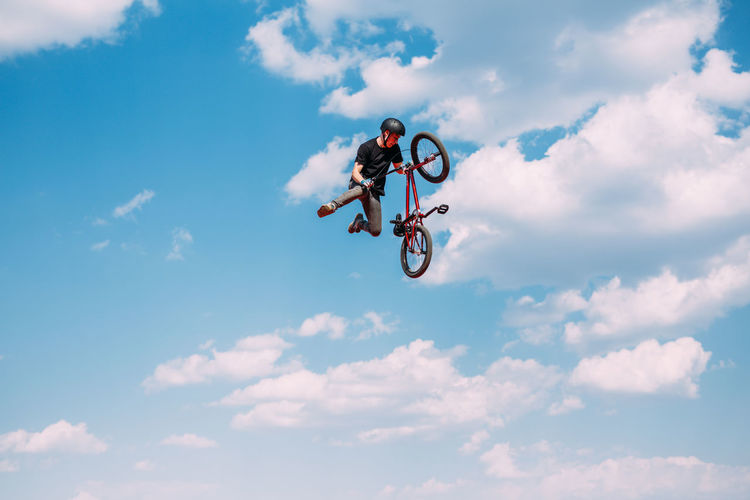 Jumping Extreme Sports Sport RISK Skill  Danger Stunt Sports Clothing Performance Bmxlife MTB Biking Bmx Cycling MTB Crowd Bmxstyle Mtblife Bmx Is My Life Lifestyles Bmx  Brickproduct Bmxphotography Bmxforlife Photography Sports Photography Bmxporn