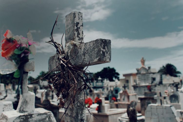 cementerio, Colombia Latinoamerica Centroamerica Peoe Peopleinstreet Peopleinthestreet Photocanon Photography Life Cementery Religion Cloud - Sky No People Outdoors Sky Day Close-up