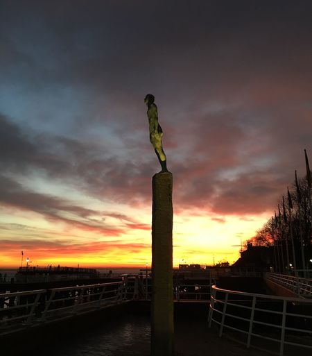 Sky Silhouette Sunset No People Outdoors Statue Sculpture City Of Culture 2017 Port Of Hull Winter Tree Dramatic Sky Pink Yellow Sky Silhouette Waterfront Victoria Pier Hull