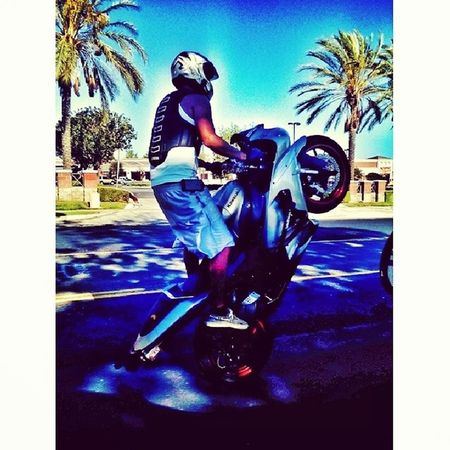 Hell yeah told the home boy to pop a wheelie .... n the rest his history... Bikelife 2Wheels