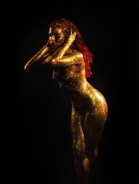 Oro EyeEm Best Shots EyeEm Selects Nudeartphotography Black Background Studio Shot Bizarre Gold Colored Human Body Part Yellow