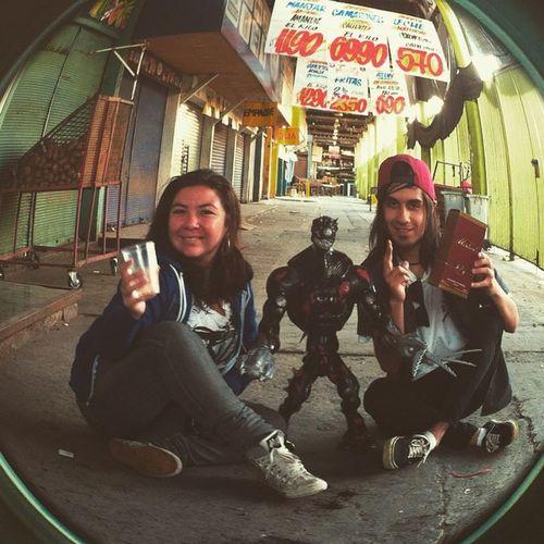 Ahí con Elementor y mi hermanita en la Vega Central, stgo. vasilando Chopico