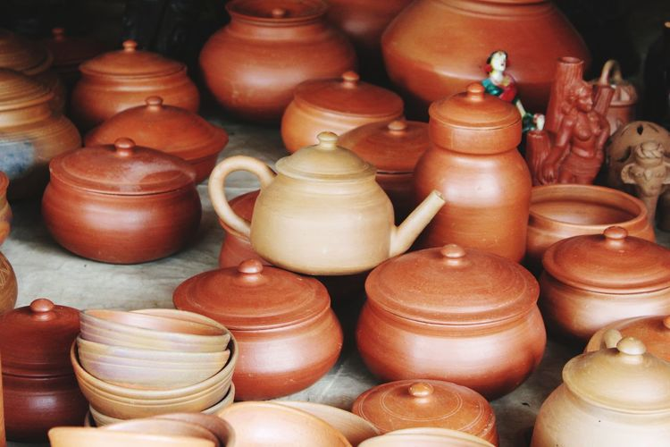 Indian tribal Pottery Clay Tribal Tribal Art No People Indian Culture  Terracotta Earthenware Market Business Finance And Industry Retail  Merchandise Jar Variation Store Market Stall Day Outdoors Close-up Business