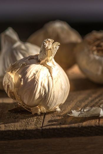 Cuisine Food And Drink Garlic Rustic Aroma Close Up Close-up Clove Of Garlic Cutting Board Delicious Delicious Food Flavor Food Food Photography Garlic Bulb Ingredient Macro Moody Moody Lights Nutrition Organic Organic Food Produce Pungent Spice