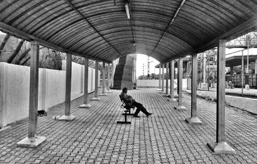 Mobile Photography Sleeping Eye Em Travel Eye Em Best Shots Eye Em! My Clicks  Black&white Streetphotography Railwaystation....by sony xperia zr...