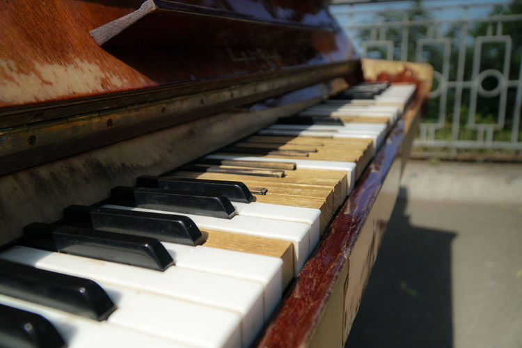 Travel Vacation Run-down Broken Musical Instrument Music Musical Equipment Old Outdoors Day Arts Culture And Entertainment Melody Piano Piano Key Selective Focus In A Row Repetition Keyboard Keyboard Instrument Wood - Material High Angle View No People Focus On Foreground Close-up