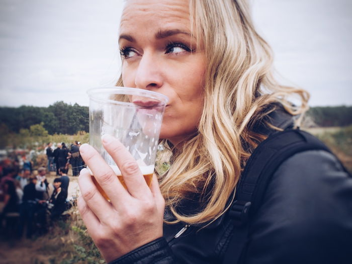 I wish you were a beer... Rock'n'Roll Black Leather Beer Happy Weekend !!! Self Portrait EyeEm Selects Blond Hair Young Women Drink Alcohol Headshot Women Portrait Drinking Glass Drinking Holding Autumn Mood This Is Natural Beauty