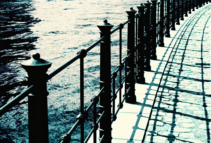 Balustrades Fluss Geländer Handrail Metal In A Row Pier River Water