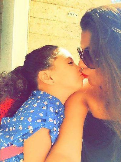 دي صورة الفنانة أمال ماهر مع أبنتها غاييل...Thank you@Amal Maher...Thank you @Fans Amal Maher ... بوس_البنات