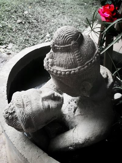 Outdoors Day Thailand Skulptur Stone Stone - Object Stoneart Love Love ♥ Romantic Stone People Rosé Rose🌹 Close-up Surface Level Colorpop Splash Of Color Kiss