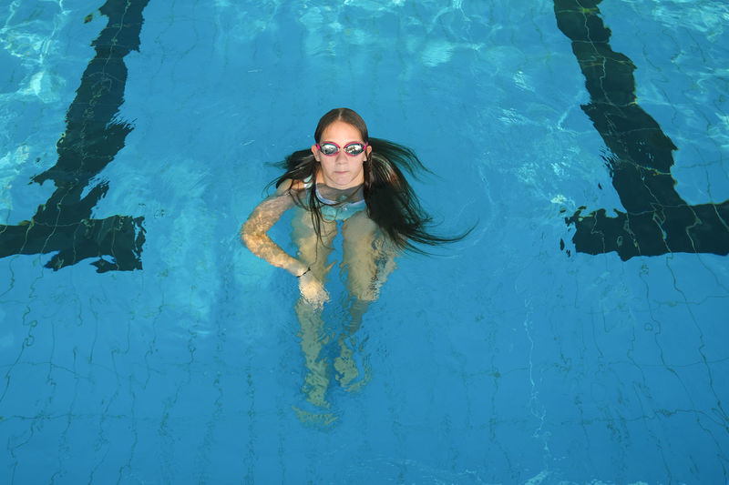 Young girl swimming in pool