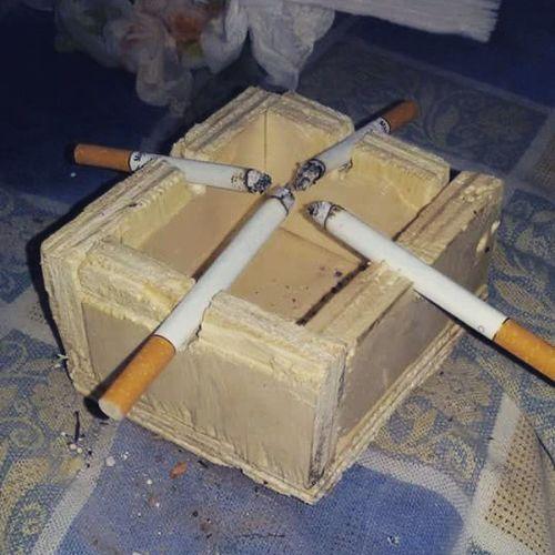 Posacenere Improvvisato Amici Sigarette Camel Marlboro Chesterfield