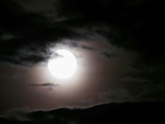 Last night's Super Moon Supermoon 2014 Full Moon Night Sky No Filter