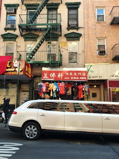 Limo Limousine Limosina City Architecture Transportation Building Exterior City Street Built Structure Mode Of Transport Car Land Vehicle City Life Outdoors Day Bicycles Chinatown New York NYC Manhattan City Life Downtown District Transportation Street City Street