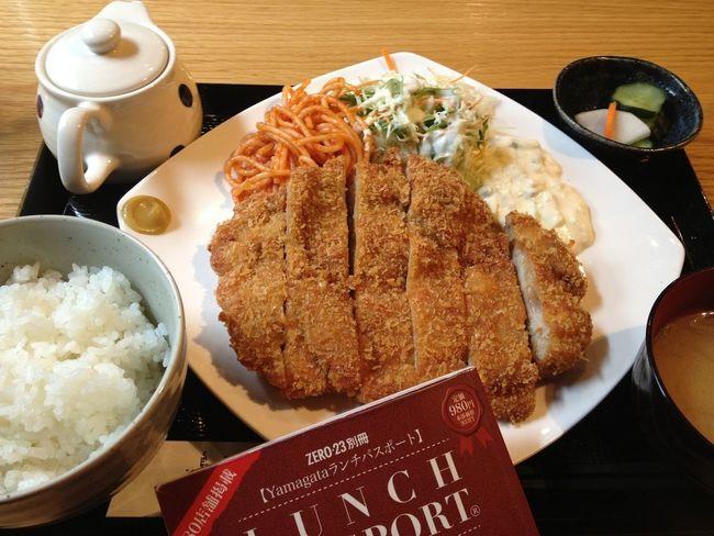 ジャンボチキンカツ定食。ランパスで700円→500円♪ 昨日もチキンカツだったような…。 IPhoneography Lunch Passport