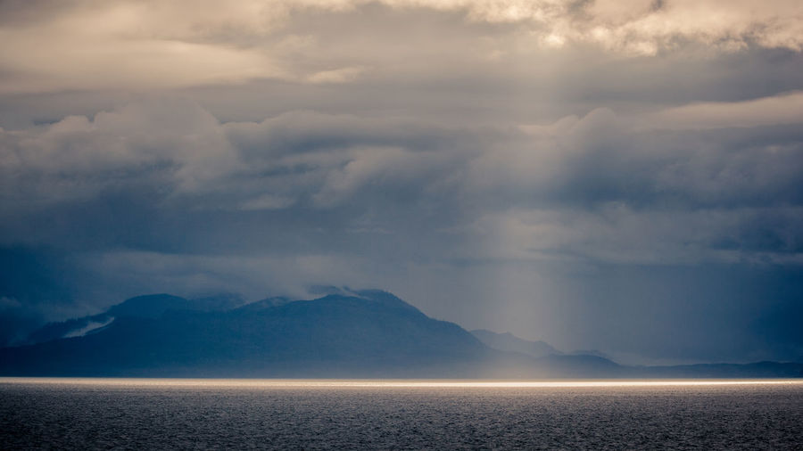 sun ray middle of the sea Rays Of Light Sun Shine Sunlight Light Sea Ocean Cold Temperature Cold Isteresting Amazing Backgrounds Morning Sun Morning Mountain Hill Cloudy Cloudy Day Foggy Sky Only Weather Winter Weather Condition