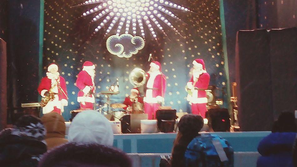 Деды Морозы на ярмарке в Москве на Красной Площади...