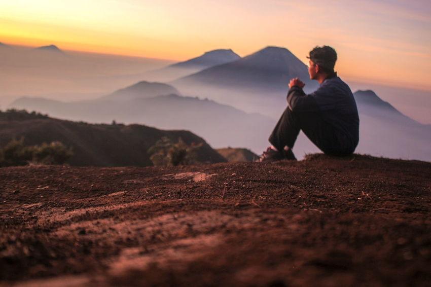 i love this moment when i waiting the beautiful sunrise Landscape_photography Mountain Climbing Praumountain Advanture Sunrise Moment Men