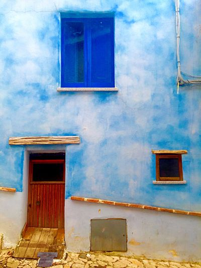 EyeEm Best Shots Architecture Window EyeEmBestPics EyeEm Gallery Photographer Photooftheday Photo Sky Colors Italy Building Exterior Built Structure No People Outdoors Low Angle View Day Residential Building Wall Lamp