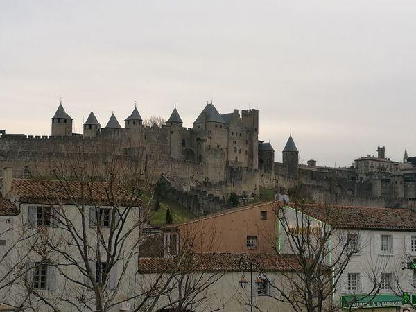 Unas Vistas del Pueblo de Carcassone y de fondo el Castillo y la Cuidad Medieval