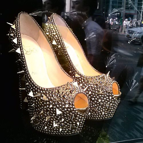 Luv....luv...luv.. ,Christianlouboutin