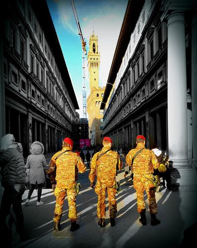 Adapted To The City Architecture Travel Destinations Outdoors Semplicemente Sicurezza Capture The Moment Feel The Journey, Io Sono Leggenda Firenze City Life Citta City Street Real People Disegnare Con La Luce People Photography No Terrorism No Terrorists Io Sono Italiano Io Sono ;)