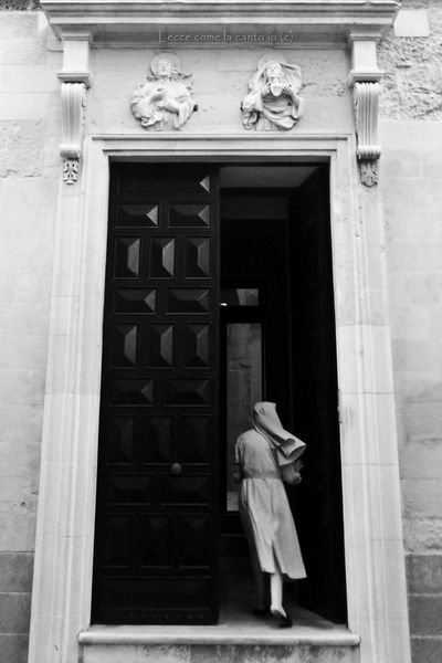 More on https://www.facebook.com/leccecomelacantoio/ Leccecomelacantoio Lecce Lecce - Italia Lecce City Humansoflecce Wind Windy Streetphotography Streetphoto_bw Bnw Bnw_captures Bnw_life Blackandwhite Blackandwhite Photography