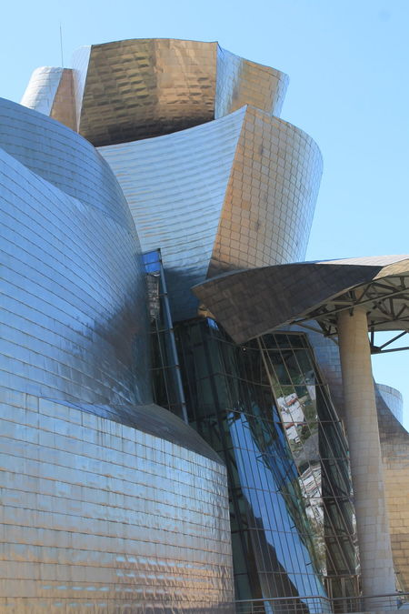 Guggenheim II Bilbao Gugenheim Guggenheim Modern Modern Architecture No Filter, No Edit, Just Photography Architecture Arquitectura Bilbaoarchitecture Bilbaolovers Bilbaosoul Building Exterior Built Structure Day Gugenhain Museum Guggenheim Bilbao Low Angle View Modern No People Outdoors Sky