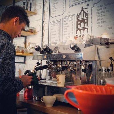 Kawa w Rzeszowska na stronach portali. Chcecie się dowiedzieć więcej o naszej pasji przeczytajcie artykuł który się ukazał na stronie mojrzeszow.pl. A wiadomo najlepiej się czyta przy kawie, Rzeszowskiej Kawie ;) Zapraszamy do mobilnej kawiarni Kawy Rzeszowskiej, która stacjonuje w Plaza Rzeszów oraz do kawiarni stacjonarnej w podwórzu ul. Kościuszki 3. Do zobaczenia. Rzeszów Zakochajsiewkawie Rzeszów Coffee Coffeetime Barista Aeropress Mobilnakawiarnia Kawa Instamood Instagood Instacoffee Igersrzeszow Kawarzeszowska Coffebreak Coffeetogo Coffeelove Love Photooftheday Happy Bestoftheday Instamood Herbata Kawasamasięniezrobi Kawiarnia chemex syphon aeropresscoffee mojrzeszow fot. Mojrzeszow.pl