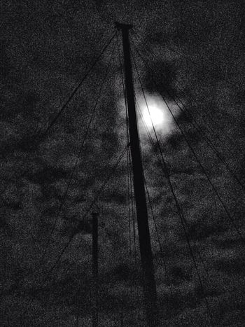 Full moon in the rigging