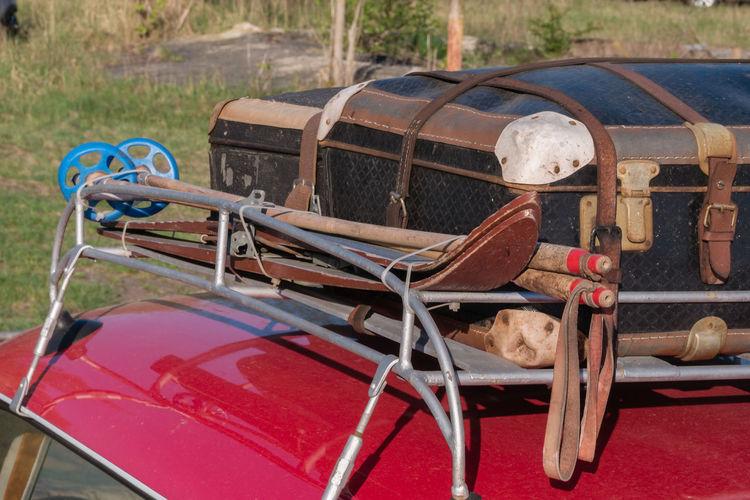 luggage Vitage Oldtimer Suitcase Red Car Luggage, Travel  Roof Rack Ski Moored Rope Close-up