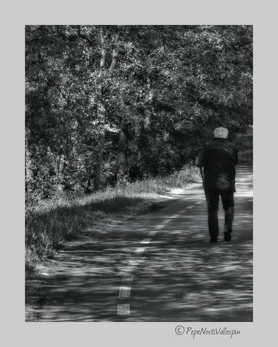 One Person One Man Only People One Senior Man Only Poladesiero Outdoor Photography Black And White Collection  Black And White Photography Outdoors Blackandwhitephotography Relaxing Pola De Siero Asturias Paraiso Natural🌿🌼🌊🌞