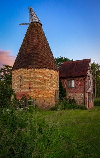 Oast House,Garden of England, Kent, England. Plant Nature No People Built Structure Architecture Building Exterior Outdoors Building Hops Beer Brewing Travel Destinations Tourism Caravan Rural Scene Countryside EyeEm Gallery Vivid International Getty Images Architecture Iconic Buildings Sky Old Clear Sky Grass Day Blue Land Field House Abandoned Green Color Fuel And Power Generation Brick