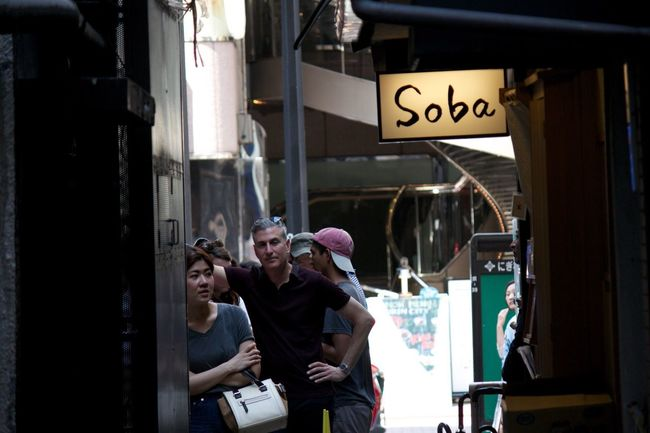 ここのsoba屋さんはいつも混んでいる。特に海外からの人が多い。銀座の中央通から少し入った細い路地。 銀座 東京 Ginza Tokyo Japan Soba