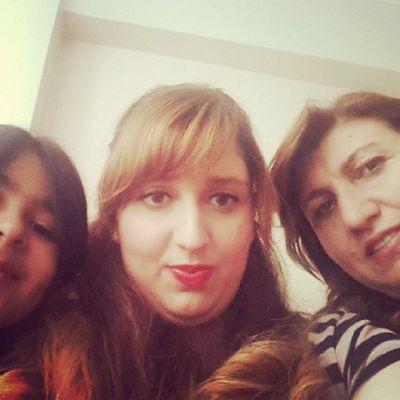 Üç nesik yan yana :) anne kız torun :))