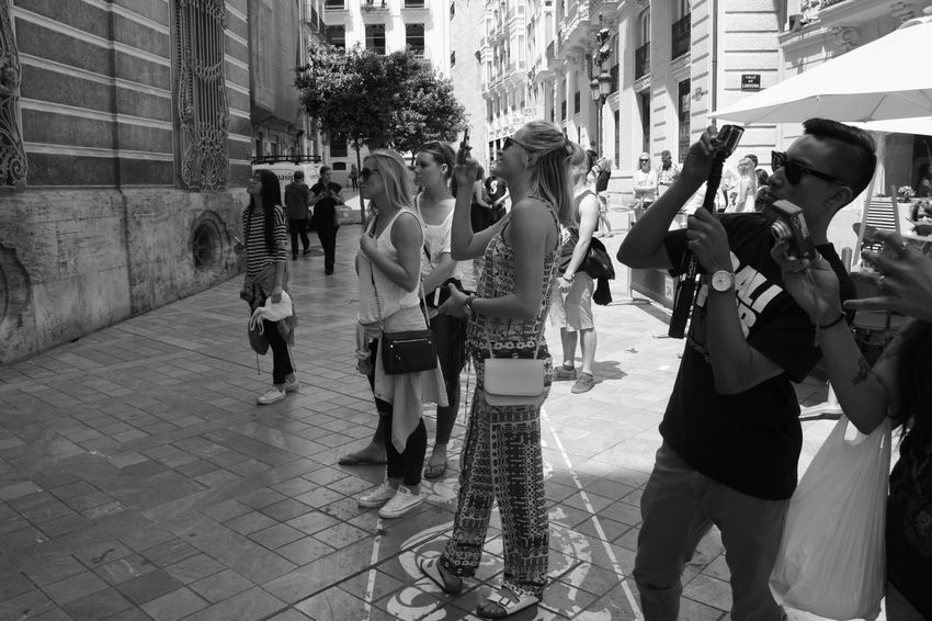 I love to see crowds of young tourist in Valencia admiring its treasures. Admiring The Architecture  Black And White City Explorer Enjoying Life Observing People Sightseeing Street Photography Taking Photos Tourism Tourists Urban Life Vacations Young And Beautiful Young Tourists The Week Of Eyeem The Street Photographer - 2016 EyeEm Awards Fine Art Photography People And Places Monochrome Photography Embrace Urban Life