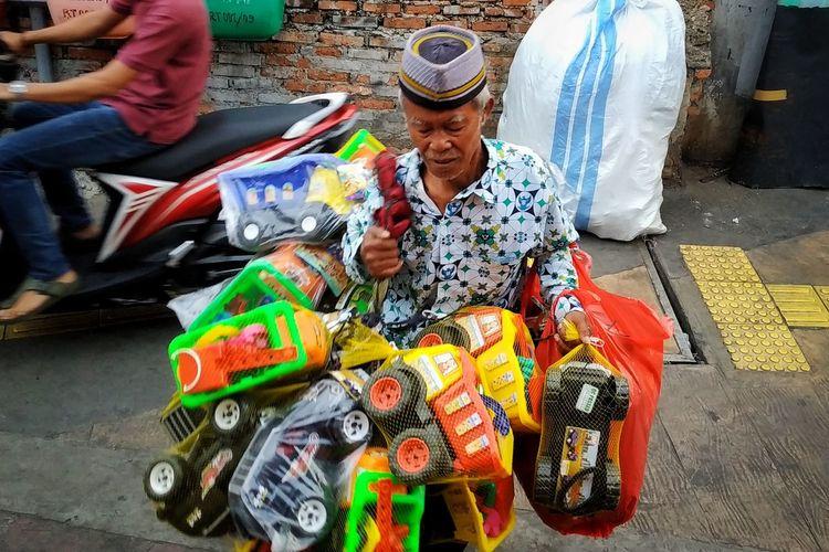 penjual mainan