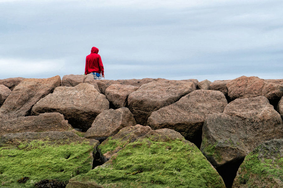 Seaweed Adult Beach Day Full Length Holiday Hood - Clothing Land Leisure Activity Lifestyles Men Nature One Person Real People Rear View Red Rock Rock - Object Rock Formation Sky Solid Vacations