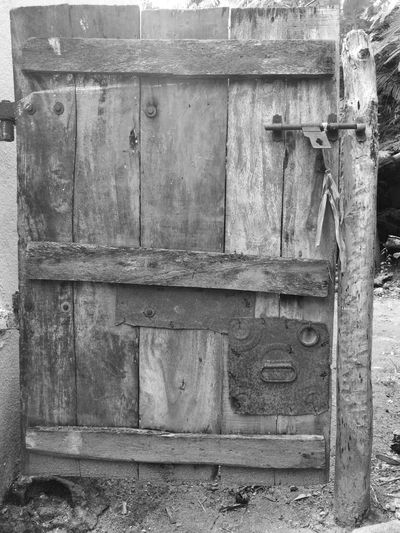 Huawei p9 photography Metal Outdoors No People Mobile Phone Photography Best EyeEm Shot Leica Lens Leicacamera Mobile_photographer Huawei P9 Photos Leica Huawei P9 P9photography Huawei P9 Leica Leicadualcamera HuaweiP9 Monochrome Photography Monochrome _ Collection Monochrome_Photography Leica Black And White Mobilephotography Indiaphotographer Doors From The Past Antiquedoors Antique Antique Door Antiques Photography Antique Furniture