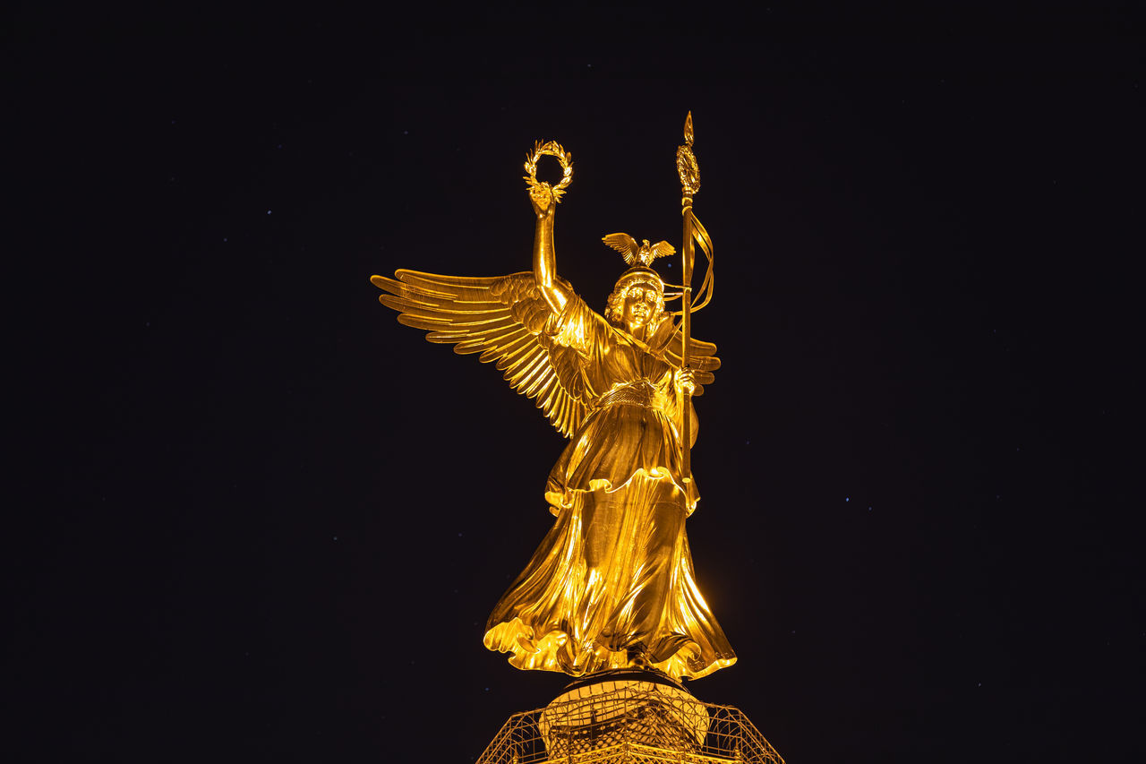 LOW ANGLE VIEW OF ANGEL STATUE AGAINST STAR SHAPE