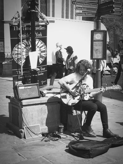 Singing a John Mayer's classic, Your Body Is Wonderland, in a busy weekend. It is very easy to like his voice, check him on fb @samwwrightmusic! (Yes I asked for his social media) Musician Street Musician Monochrome Monochrome Photography Yorkshire City Outdoors