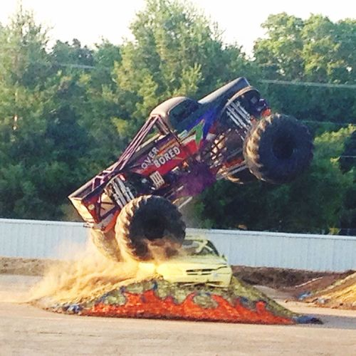 Monster Trucks Wheelie Off Road BIG