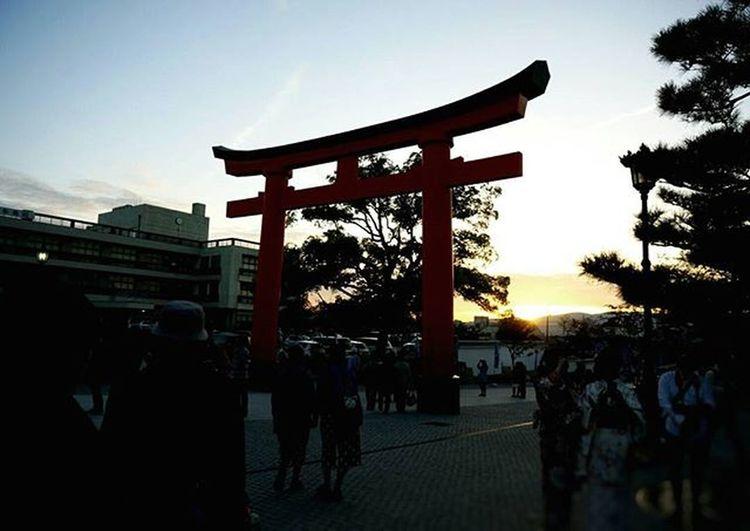 伏見稲荷大社の夕焼け。 きれいでした 合格発表は11日。 まだまだや 京都 伏見稲荷大社 夕焼け 第一志望合格し隊 Japan Kyoto Hushimiinari Shrine Sunset Beautiful Shadow Ppl Pic Helloworld Sky 写真 受験生 キレイ またいこう 写真撮ってる人と繋がりたい Team_jp Jhp