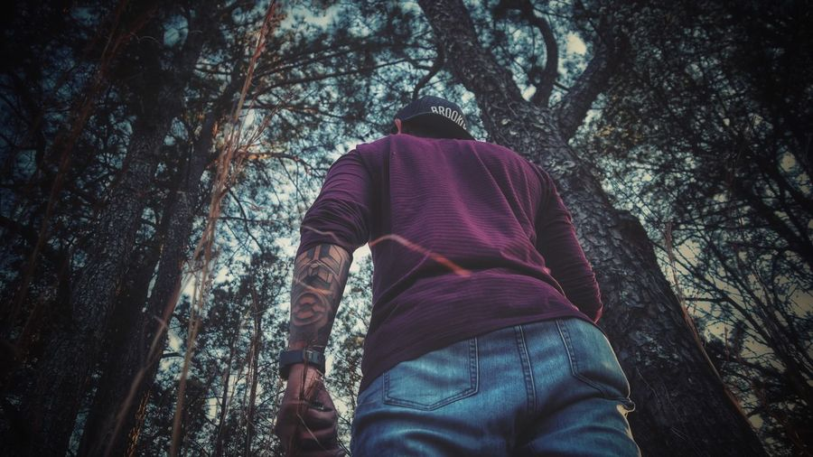 Portrait Urbanphotography Tree Tree Trunk One Person Rear View Low Angle View Men EyeEmNewHere Casual Clothing Real People Forest Nature Outdoors Leisure Activity