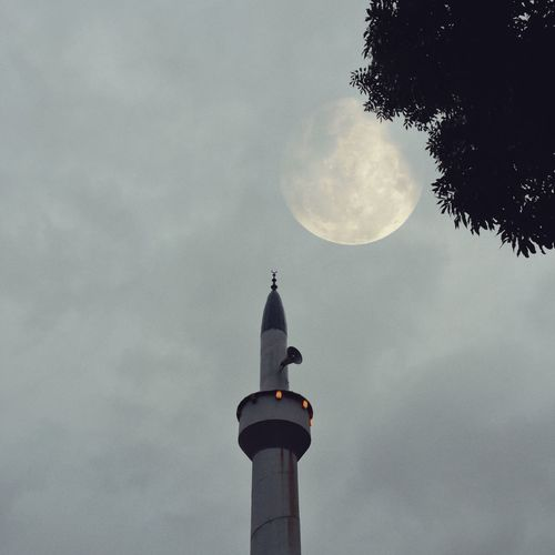 Mosque & moon Eye4photography  EyeEm Selects EyeEm Gallery Moonlight Moon Outdoors Still Life Sky Built Structure Architecture Low Angle View Building Exterior Nature Tower Moon No People Cloud - Sky Building Astronomy Full Moon Night Religion